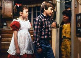 Vicky, il fratello e la pettegola Harriet